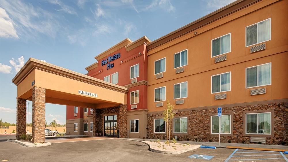 Best Western Plus Desert Poppy Inn 2038 West Avenue I Lancaster Ca 93536 661 418 0550